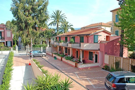 World Village Apartments: Exterior