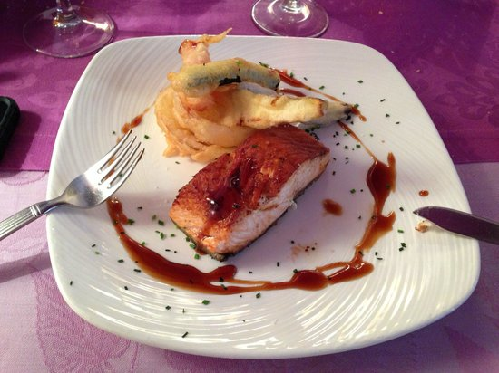 El Septimo : Salmón parrilla con tempura verduras (menú)