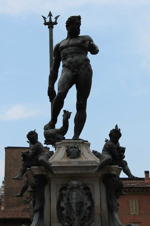 Fontana del Nettuno: Neptune's left hand