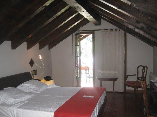 Abba Xalet Suites Hotel: Habitación con buhardilla.