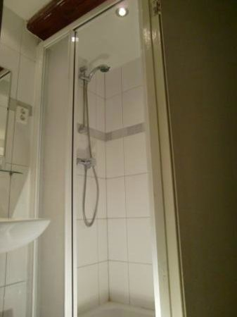 Hotel Ajax: Shower
