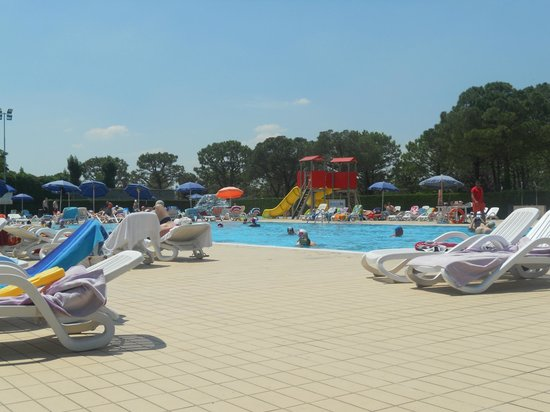 Del Garda Village and Camping : zwembad