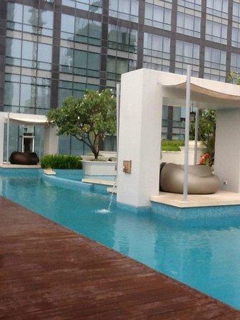 Raffles Makati : Pool area on 9th floor