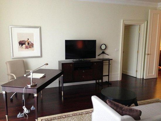 Raffles Makati : TV