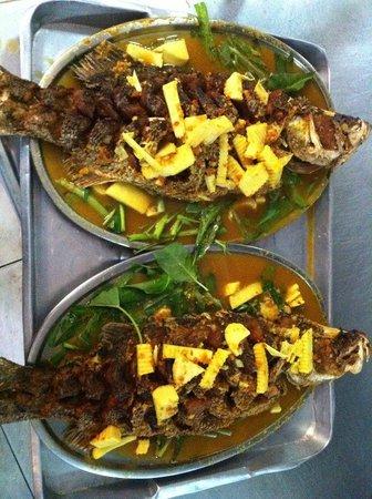 Sirada Restaurant: แกงส้มแป๊ะซ๊ะปลากะพงทอด