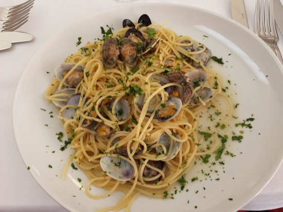 On The Road: spaghetti alle vongole . . buonissime