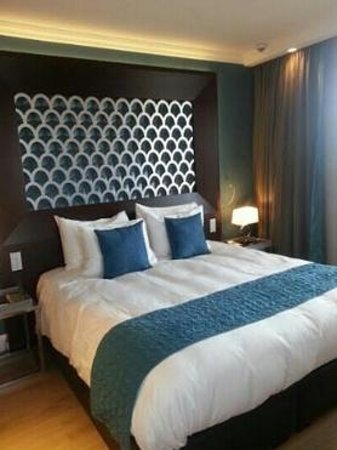 Hotel Dux: Very Very Comfortable Beds. I was tempted to buy the pillows!