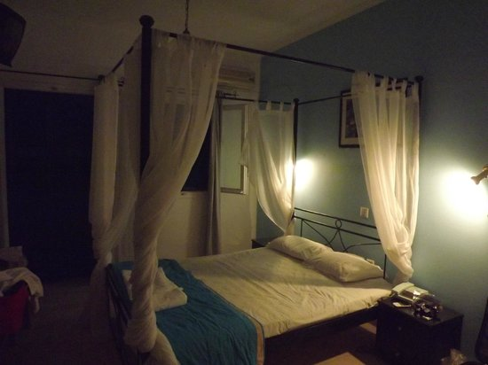 Hotel Kalisperis : our room at night