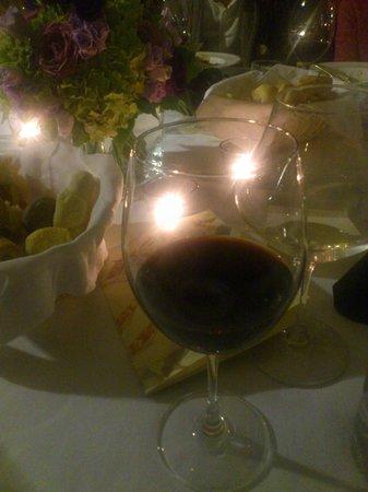 Restaurant Il Falconiere : mijn glas rood bij het hoofdgerecht