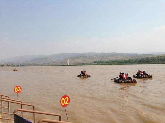 Shapotou Tourist Zone: Sheep-skin rafting on the Yellow River