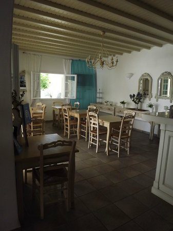 Corfos Hotel: Restaurant where a buffet breakfast is served