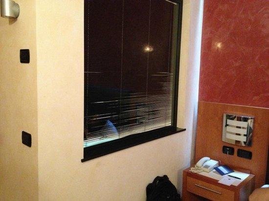 Blue Relais: Fenster zwischen Bad und Schlafzimmer