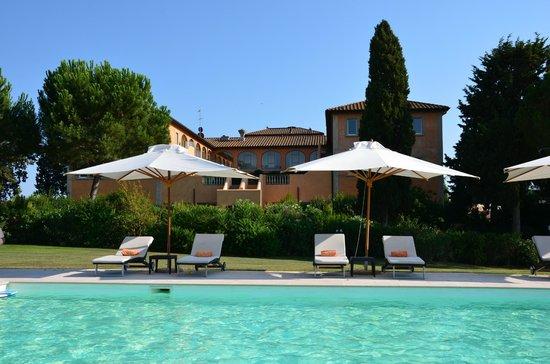 L'Andana: Hotel Andana vu de la piscine Casa Badiola