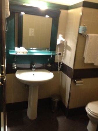Grande Albergo Maugeri: bathroom