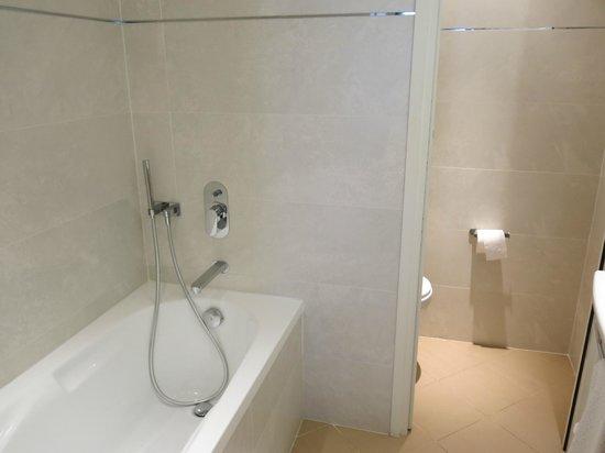 Hotel de l'Universite: Bathroom