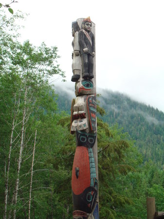 Totem Heritage Center: Totems
