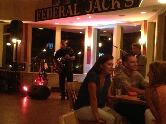 Federal Jacks Restaurant and Brewpub: Live band