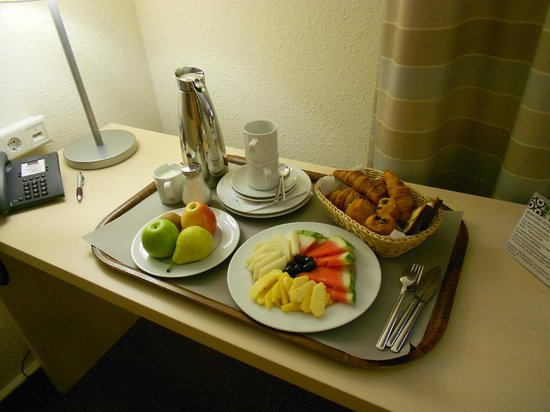 Mercure Hotel Berlin City West: Continental Breakfast served in the room