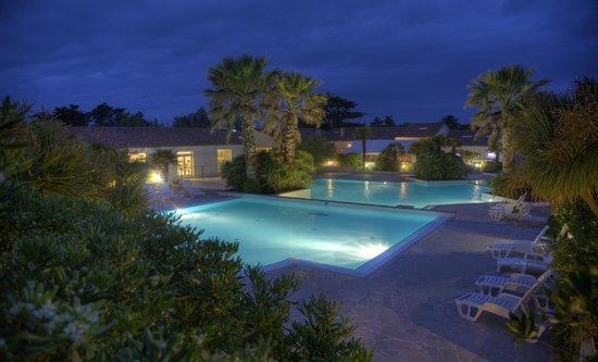 Camping de L'Ocean : La piscine vue de nuit