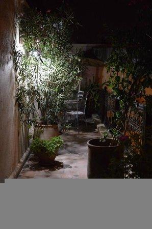 RIad Al Loune: Secret garden seating