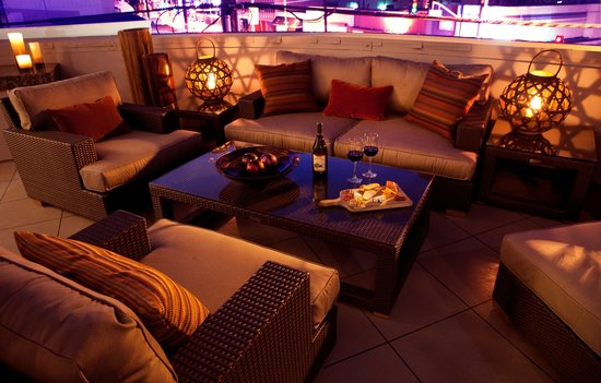 The Orlando Hotel: Entertainer Patio At Night