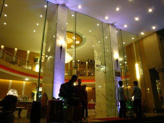 May Hotel: Entrée