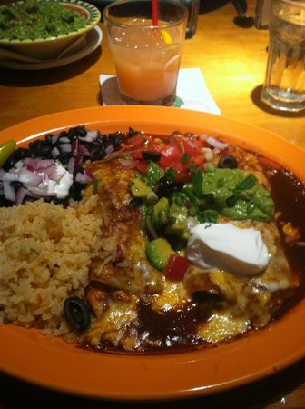 Peppers Mexicali Cafe: Enchiladas: mole and artichoke