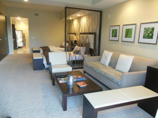 Provident Doral at The Blue Miami : lounge area