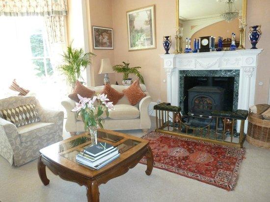 Glangrwyney Court: Lounge