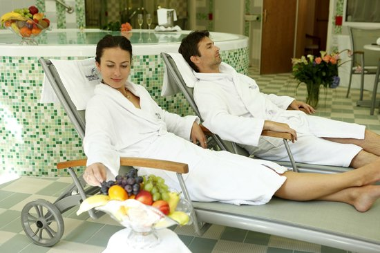 Danubius Health Spa Resort Butterfly: Relaxing at the pool bar