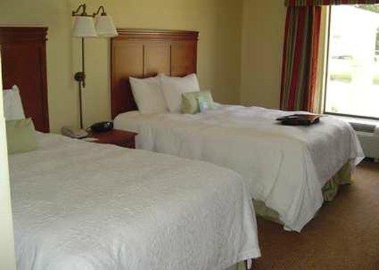 Hampton Inn Cleveland: 2 Queen room