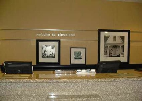 Hampton Inn Cleveland: Front Desk