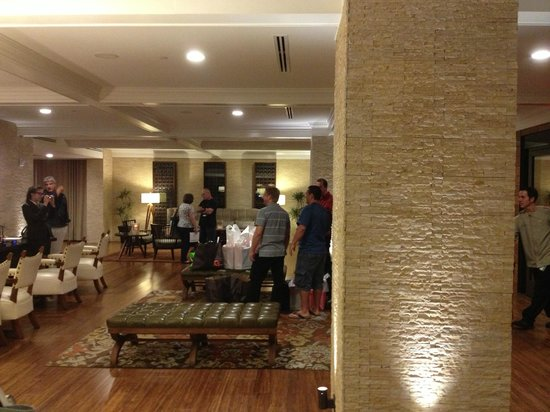 Hutton Hotel : Hotel Lobby
