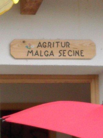 Agritur Malga Secine: L'ingresso......