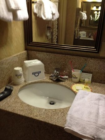Days Inn Duluth/By Miller Hill Mall: Rm 230, sink just outside of bathroom.