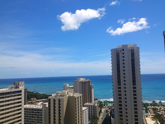 Aston at the Waikiki Banyan: 窗外景觀