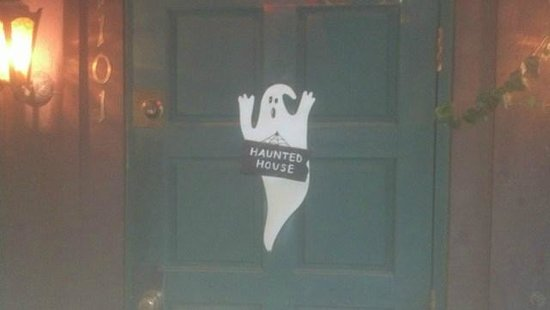 J. Bruner's at the Haunted House Restaurant: Front door...is it really haunted?