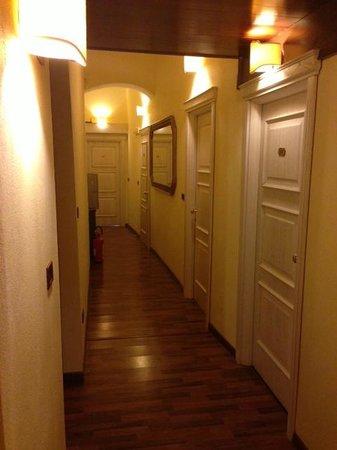 Hotel Palazzo Sa Pischedda Bosa: lngresso camera