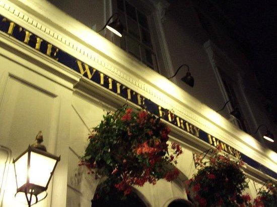 PubLove at the White Ferry House: faixada do hostel