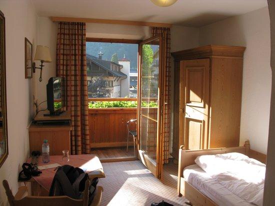 Alpenhotel Kramerwirt: Single room facing towards balcony