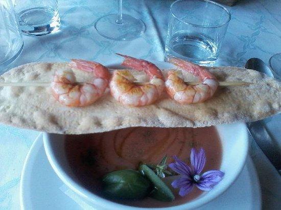Ristorante Bandini : zuppa fredda pomodori e pesche. Spiedino di gamberi