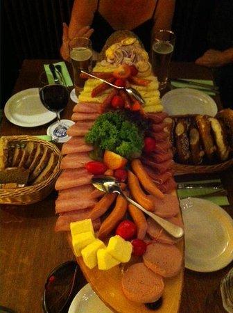Vi Vadi Hotel: Meat & cheese platter beer tour
