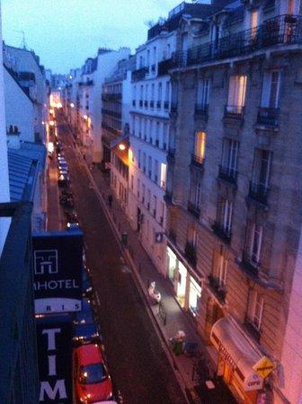 Timhotel Tour Eiffel : Rua do Hotel