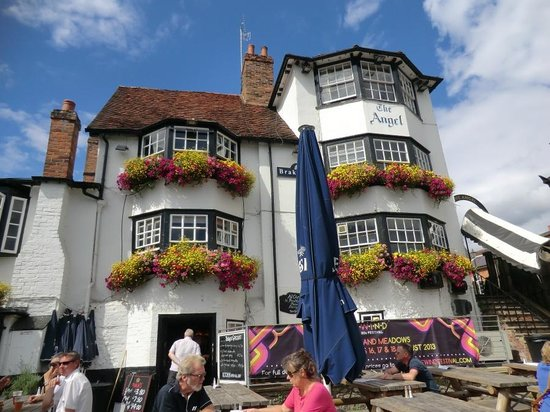 The Angel on the Bridge pub's front.