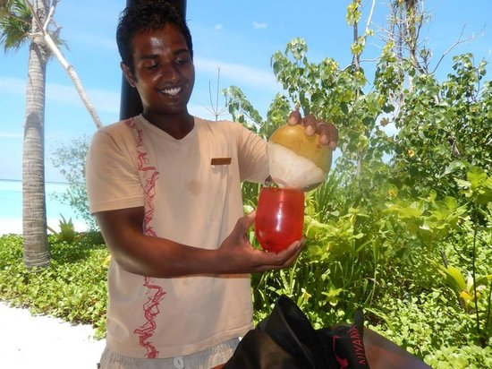 PER AQUUM Niyama Maldives: tasting fresh coconut