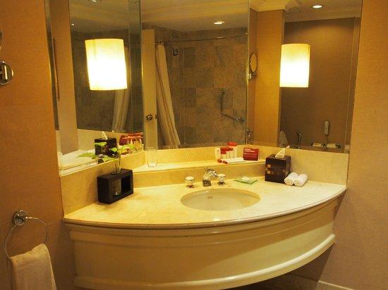 Crowne Plaza Hotel Jakarta: bath room sink