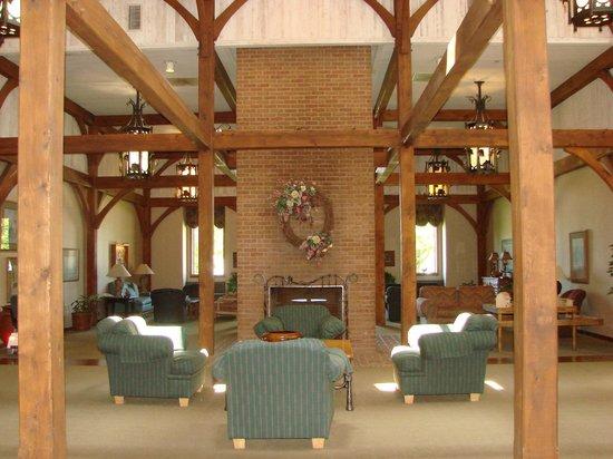 Sauder Heritage Inn: Lobby Area