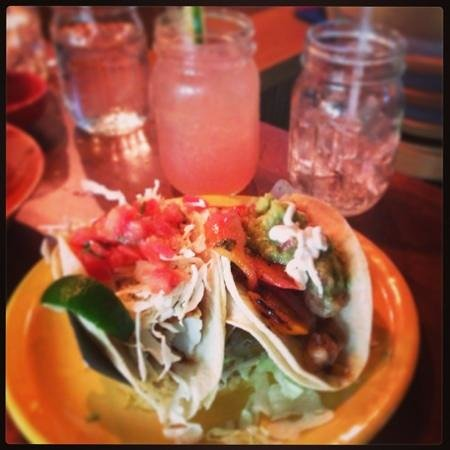 Guapo's Tortilla Shack: Food and drinks.