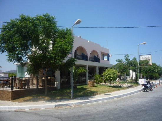 DaVinci's Restaurant: Probably the most commercial restaurant in Haraki