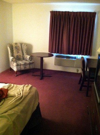 Motel 6 Saukville : Living Room/Work Area